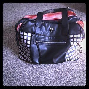 Lululemon Weekender Size Bag